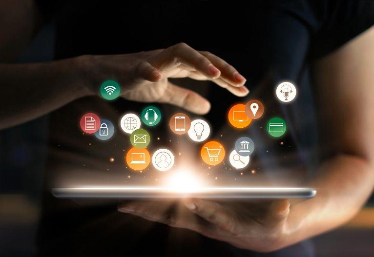 digitalni marketing snovanje novih načrtov online prodaja komunikacijski kanali posel