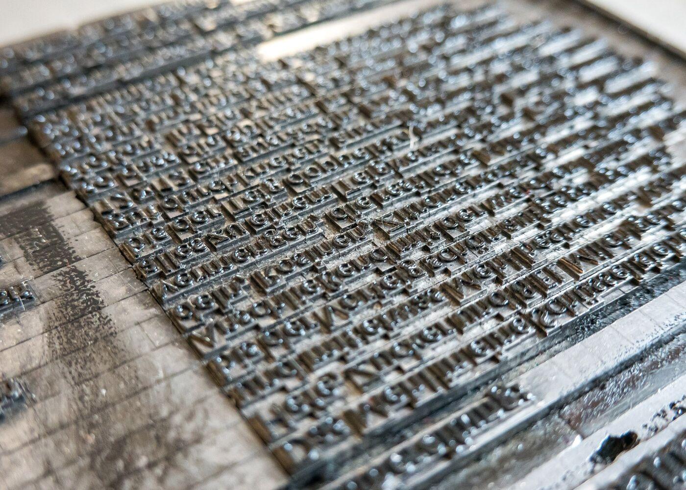 Kovinske črke visoki tisk tradicija vodnik za ustvarjalce in umetnike